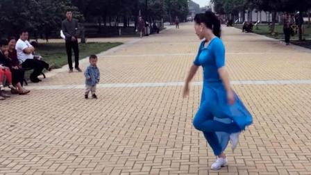 妈妈跳舞一岁孩子来捣乱了《快乐天堂》