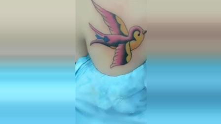 妹子的纹身太逼真了, 这纹身师的手艺真是太好了!