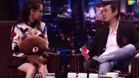 王思聪遇到戚薇不敢打招呼, 因为不出名, 戚薇没关系你有钱啊