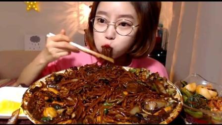 小萝莉吃5斤炸酱面, 这是第一次见她没有吃大白菜的