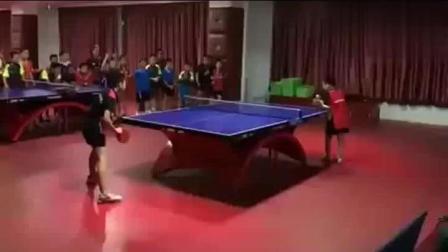 两个中国7岁小孩打乒乓球, 外国人看后说 我们不玩了!