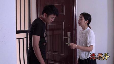 母亲临终前嘱咐女儿把银行卡给儿子, 儿子看到卡时可惜一切都晚了