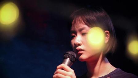 烟嗓美女翻唱周杰伦《菊花台》好独特的版本