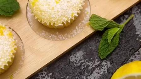 小巧可爱的柠檬纸杯蛋糕, 完美的小清新下午茶