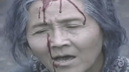 无能儿子看着老婆把母亲打得头破血流 , 竟然无动于衷!