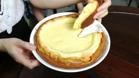 自制蛋糕, 一个电发锅就能搞定。浓浓的香味超好吃, 一家大小的最爱。