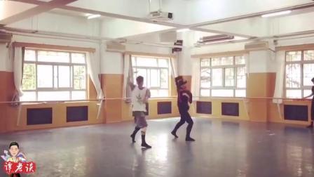你们就说这个舞蹈怎么样? 是不是很帅气潇洒, 这才是男人的舞蹈