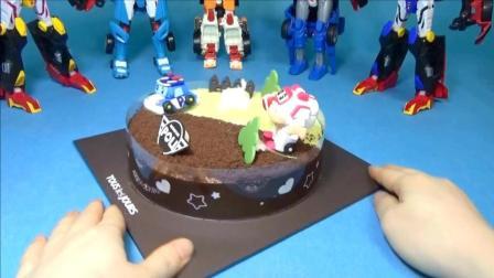 变形警车珀利的超级漂亮蛋糕!