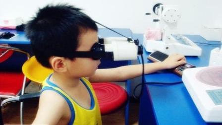 启航视光刘春老师带领团队为幼儿园的小朋友做视力筛查
