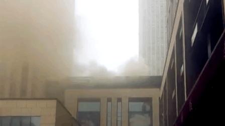 商场餐馆突发火情 烟雾外冒味道刺鼻