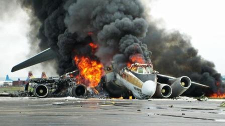 震撼! 客机飞机起飞失败, 紧急迫降, 坠毁