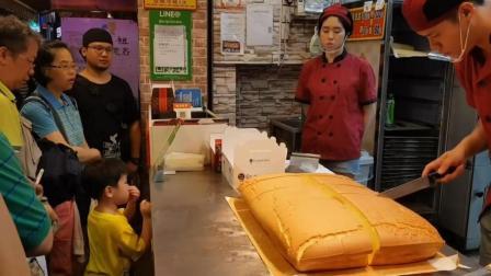 吃过台湾的古早味现烤蛋糕吗? 太火爆了, 最少排队半小时才能买上