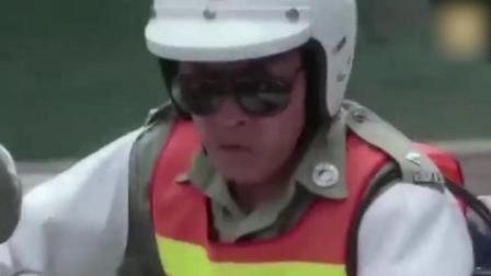 交警看见帅哥跑步, 呼叫总部有人超速, 跑的比公交车还快