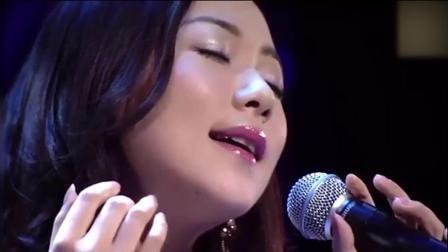 韩雪日本演唱《飘雪》, 声音造型都太完美了, 台下的观众都入迷了