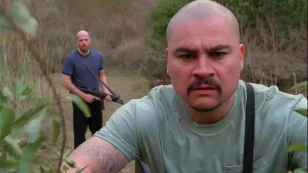 《许德拉》  傻悍匪持枪登岛遭遇蛇形小怪兽