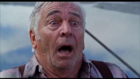 《尼斯湖怪》  作老头湖边拍照遭巨怪吞噬