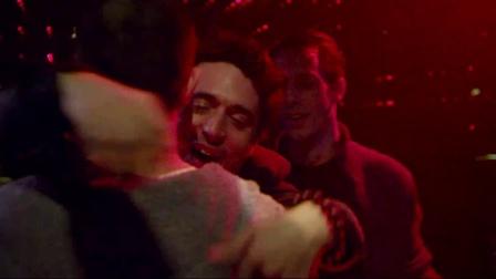 寻找罗麦 误少年陷万般自责 同志酒吧买醉放纵