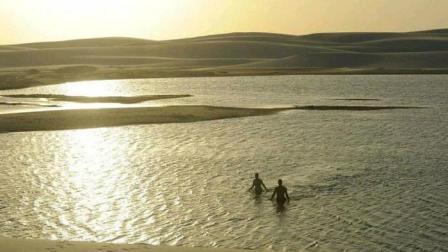 这片沙漠突然出现千万条湖泊 还有特殊的鱼在里面生存