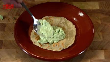 墨西哥薄饼塔少不了的鳄梨酱