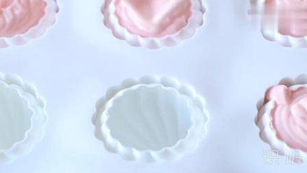 高颜值的甜品, 好吃的草莓镜子釉慕斯蛋糕杯看一下!