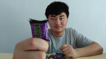 """试吃俄罗斯特产""""紫皮糖"""", 口感脆脆的好奇怪, 里面有什么玄机呢"""
