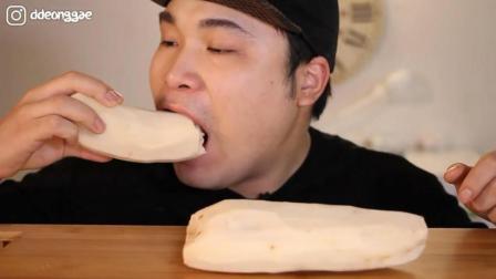 韩国大胃王胖哥, 生吃莲藕, 一口咬下去, 真脆! 吃的太过瘾了