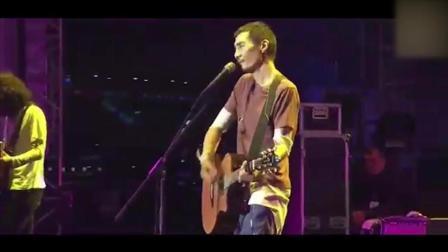 他退出乐坛十年只为创作这首歌, 更是凭这首歌拿下了金马奖! 佩服