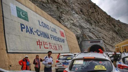 """中巴关系有多""""铁""""? 收费站对中国人免费, 韩国人通过要两倍!"""