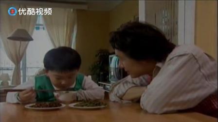 男子炒菜炒煳了,儿子不仅拒绝吃菜,就连面条也不吃了