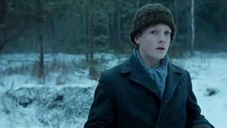 《战时冬天》  独自树林寻觅惊觉负伤飞行员