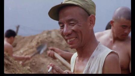 《三毛从军记》  笨手笨脚挖战壕 大锤敲木桩摔倒