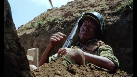 《三毛从军记》  两军激战 子弹横飞军帽遮挡救命