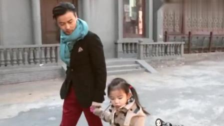 蔡少芬带两女儿来影视城, 大女儿心疼张晋拍戏太危险, 真暖心!