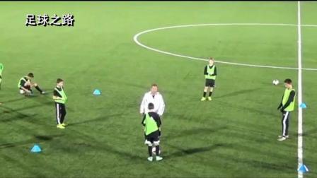 足球训练丨提高队员传球时快速决定能力的训练方法