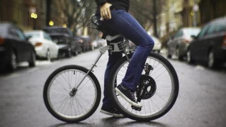 世界上最复杂的自行车, 靠前轮驱动, 网友: 用脚刹车?
