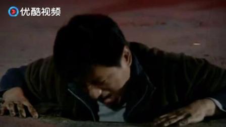 不堪回首:男子醉酒打车,下车就掉井里了,还被洒水车给浇了