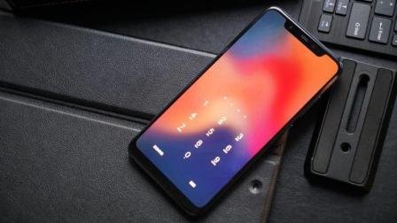 小米8全网首发开箱: 搭载MIUI10的iPhone X, 最便宜骁龙845旗舰