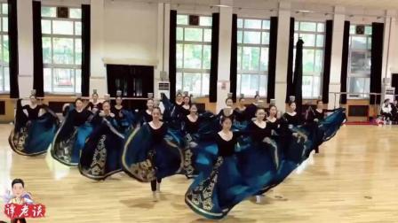 专业的舞者, 一小段旗袍舞和顶碗舞, 真的看不够