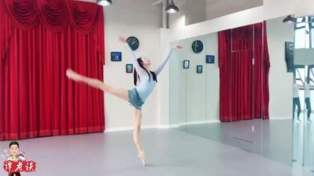 这个芭蕾舞者的腿可以当时针用了, 堪称神腿了