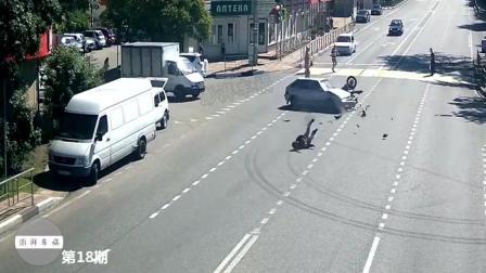 监控拍下的一幕, 作死摩托路口不减速, 最后把自己送上了天堂