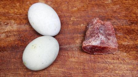 梅花肉里打两个皮蛋, 一种神奇的吃法, 这味道好吃到没话说