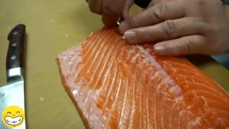 日本大厨给三文鱼拔鱼刺, 这手法游刃有余