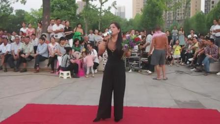 天啊! 《拥抱你离去》被这位美女一唱, 太好听了, 保证谁听谁喜欢