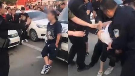 女子拦警车辱骂袭警 民警教科书式执法制服