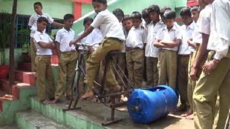 9岁小学生搞发明, 用单车做洗衣机, 不用电能甩干, 成本只要50块