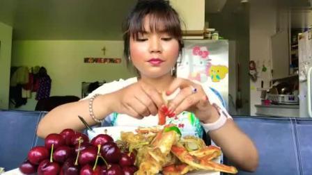 气质型美女吃播, 吃水果和海鲜, 车厘子搭配螃蟹, 吃的好仔细