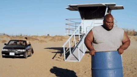 5分钟看完美国科幻片《沙子怪物》, 景点海滩变成怪物掠食地