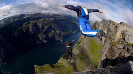 世界上最危险的运动, 徒手爬上100多米悬崖, 纵身跃下!