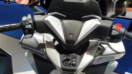 2018款本田Forza摩托车, 堪称完美的代步踏板!