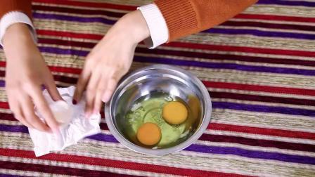 不用分蛋器, 只需家里最常见的东西, 轻松分离蛋清和蛋白, 效果特好